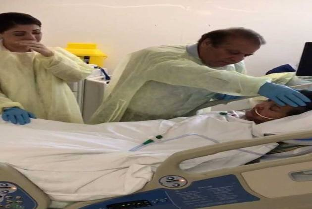 'Open Your Eyes Kulsoom': Nawaz Sharif Bids Farewell To Wife