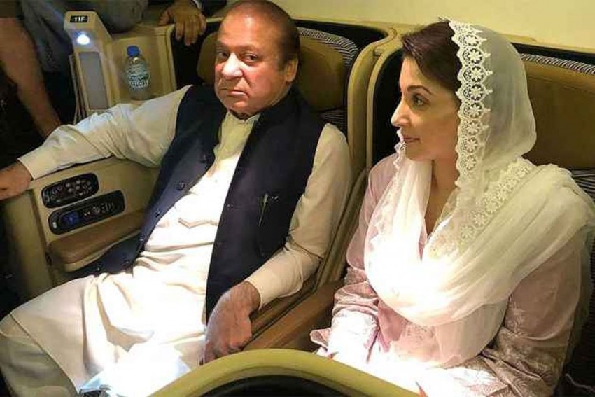 Sharif, Daughter Arrive In Lahore After Being Released From Jail