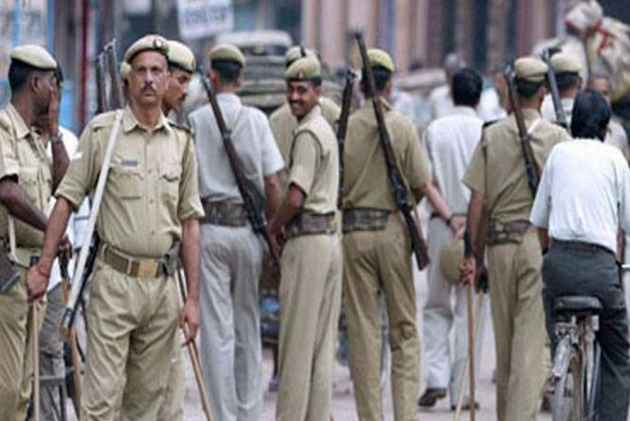 'Be Careful, Will Cut Your Tongues', Andhra Police Inspector Threatens Abusive MPs, MLAs