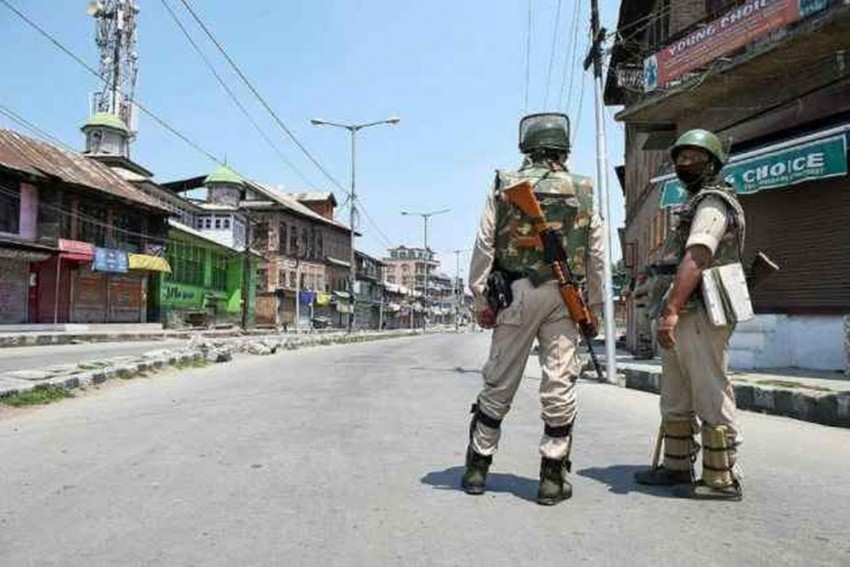 Police Officer Flees With Five AK-47 From PDP MLA's House In Srinagar