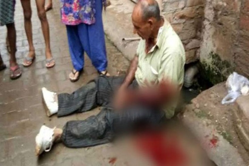 Allahabad: Retired Cop Beaten To Death, People Watched; Video Goes Viral