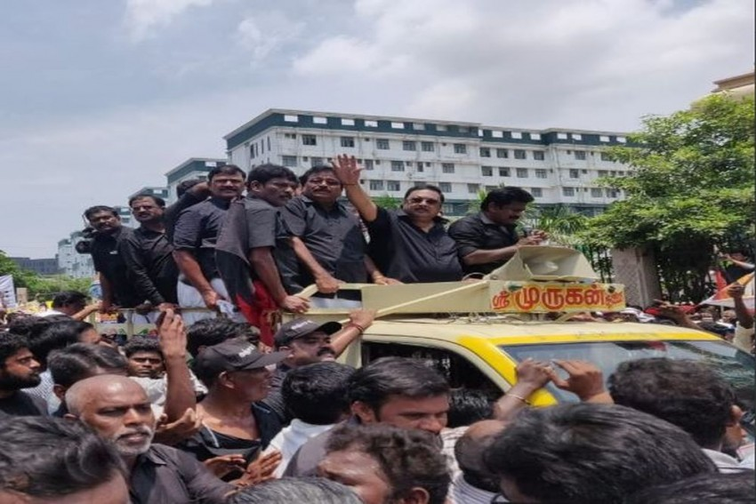 M K Alagiri Leads Rally To Karunanidhi's Mausoleum At Marina Beach