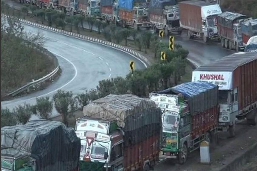 Jammu-Srinagar National Highway Shuts Due To Snowfall, Leaves Commuters Stranded