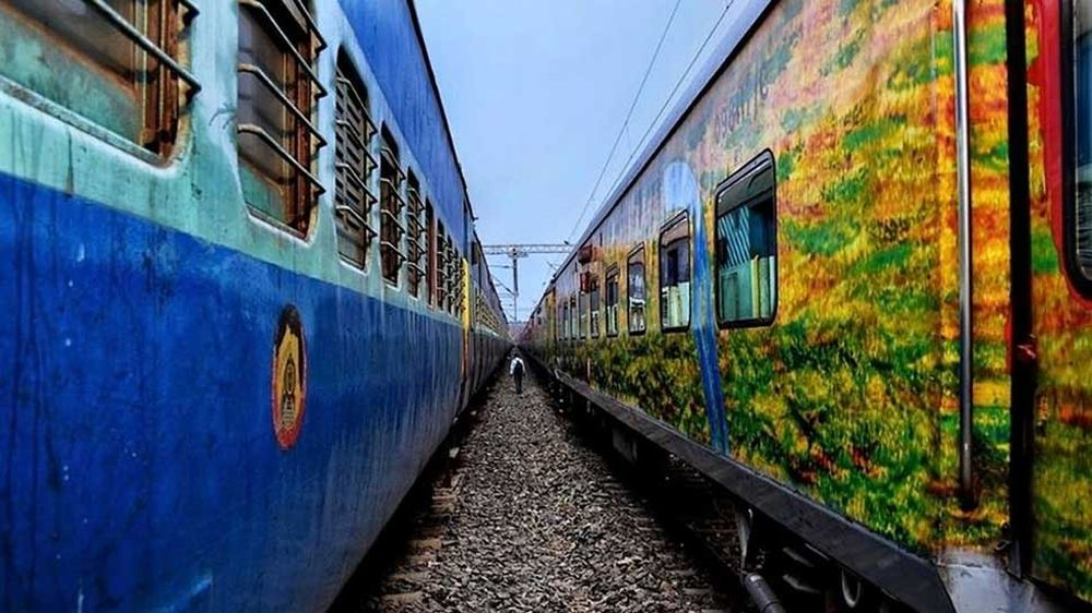 Jammu-Delhi Duronto Express Passengers Looted By Armed Robbers In Delhi
