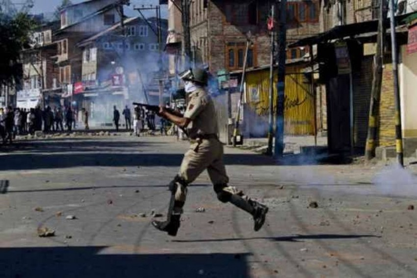 Jammu And Kashmir: Encounter Between Security Forces And Militants Underway In Baramulla