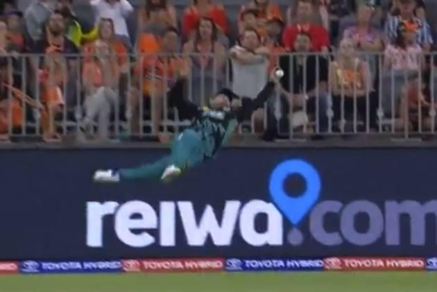 Watch Brendon McCullum's Spectacular Flying Effort In Big Bash League – VIDEO