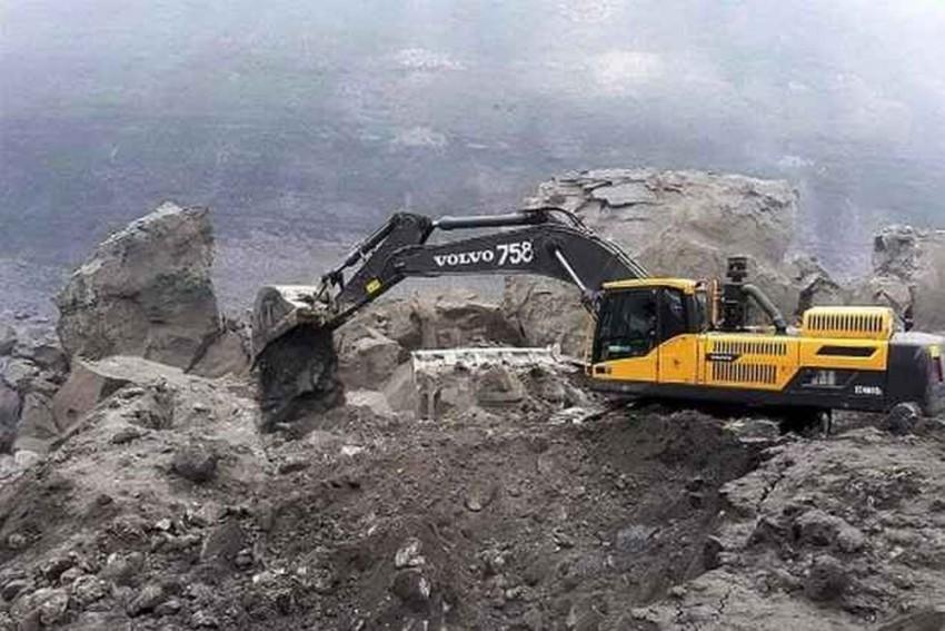 Illegal Sand Mining: CBI Raids Woman IAS Officer Chandrakala; Likely To Summon Akhilesh Yadav