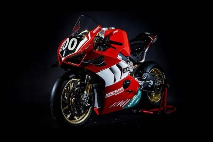 The Panigale V4 R Goes Endurance Racing