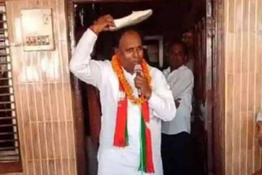 This BJP Candidate In Haryana Is Seeking Votes With A Shoe On His Head