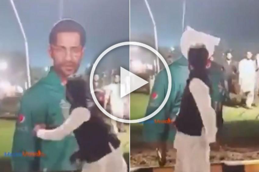 Angry Pakistani Fan Destroys Sarfaraz Ahmed's Hoarding After Series Defeat To Sri Lanka - WATCH