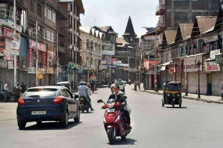 Five Injured In Grenade Attack In Srinagar