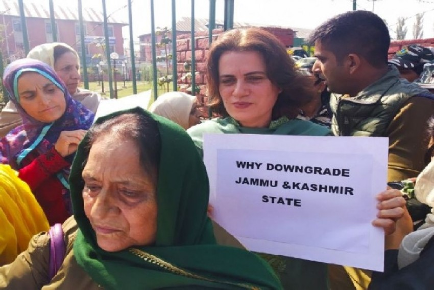Farooq Abdullah's Sister, Daughter Among Other Protesters Released By Kashmir Police