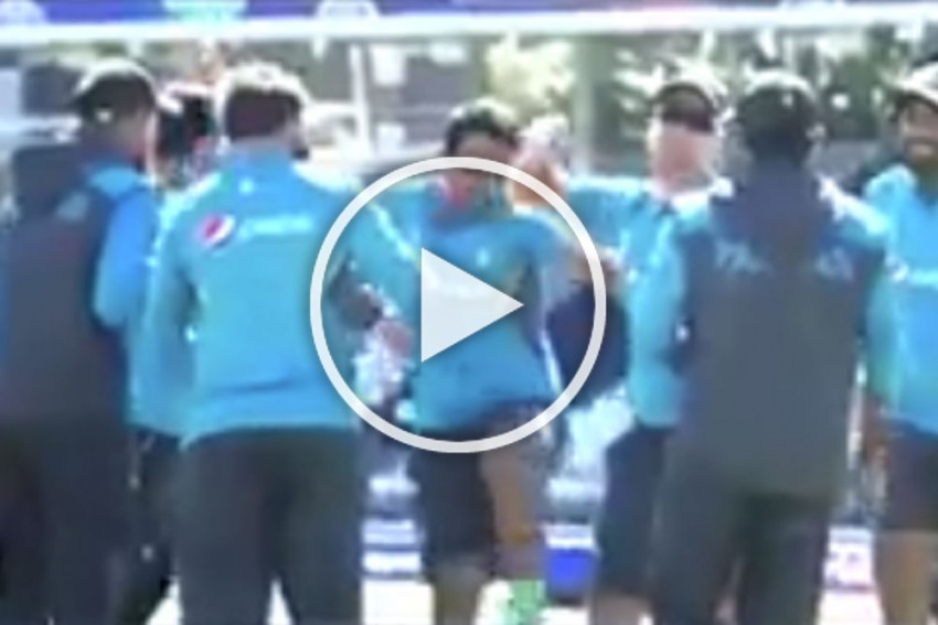 Moments After Sarfaraz Ahmed Gets The Boot, Pakistan  Cricketers Dance; PCB Apologises - WATCH Video