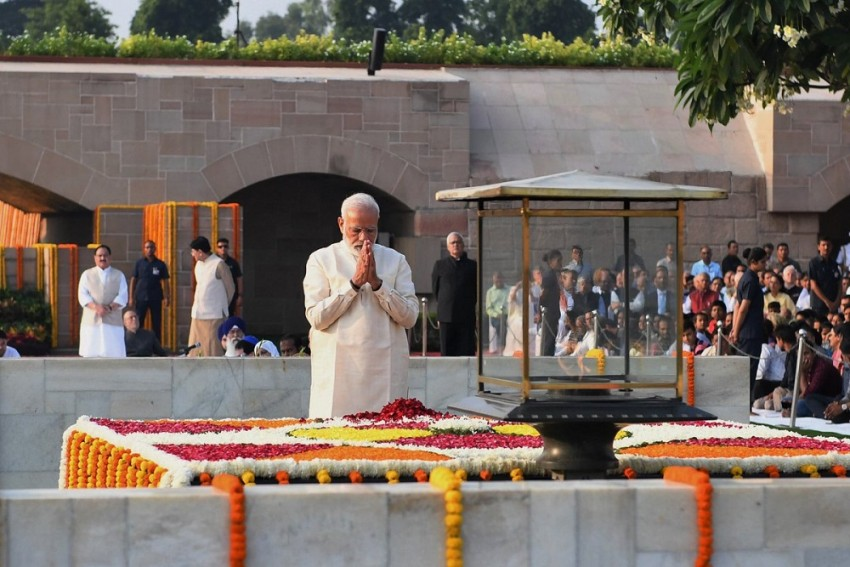 'The World Bows To You, Beloved Bapu': PM Modi Writes In NYT Remembering Gandhi