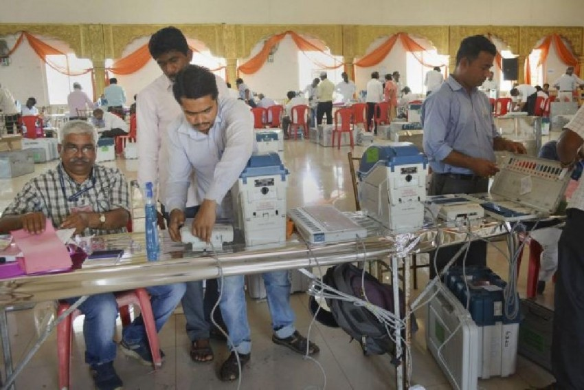 EVM Glitches At Several Maharashtra Polling Booths, Congress Moves EC