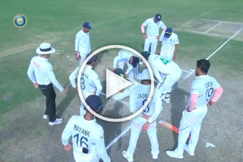 IND Vs SA, Ranchi Test: Brutal Umesh Yadav Bouncer Fells Dean Elgar, Suffers Concussion - WATCH
