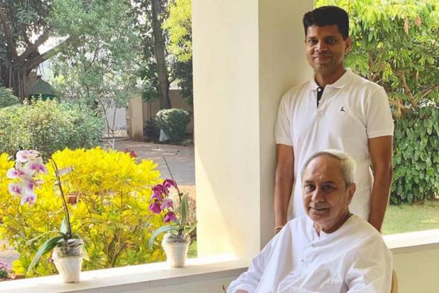 Naveen Patnaik's Backroom Boy Pandian Sparks 'Successor' Buzz With Whirlwind Public Appearances
