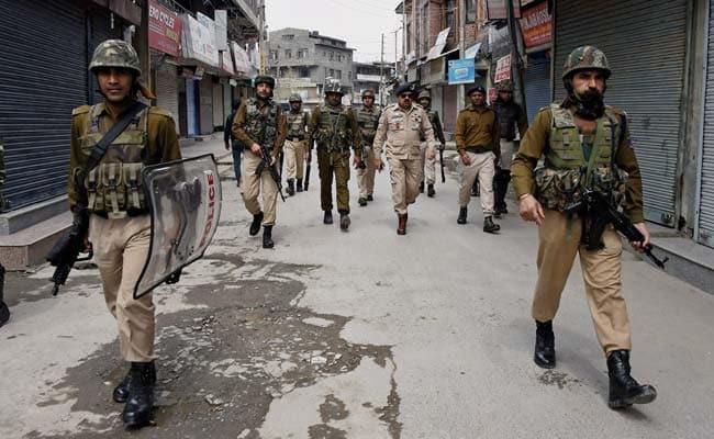 Kashmir: 20 Civilians Injured As Militants Hurl Grenade At Bus Stand In Sopore