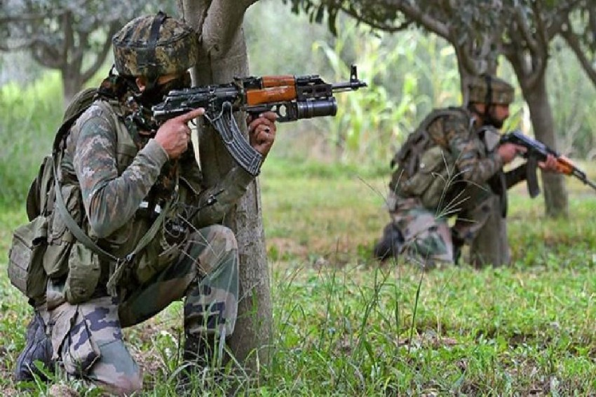 Militants Attack CRPF Personnel Deployed Near Pulwama School
