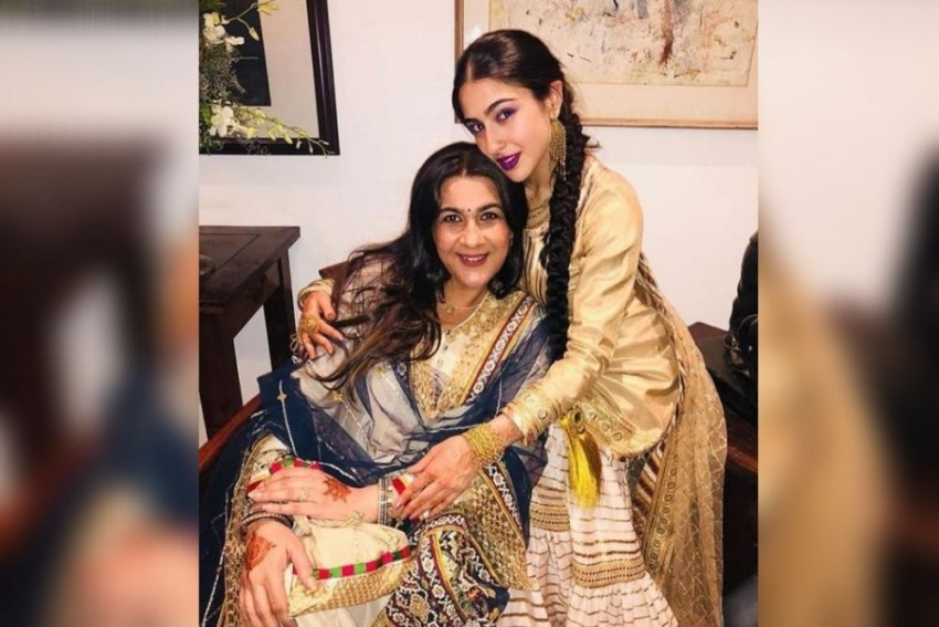 Sara Ali Khan Calls Mom Amrita Singh Her 'Woman Crush Wednesday' As She Shares A Gorgeous Pic
