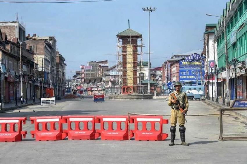 Bodies Of 5 Labourers Killed In Kulgam Terrorist Attack Reach Home