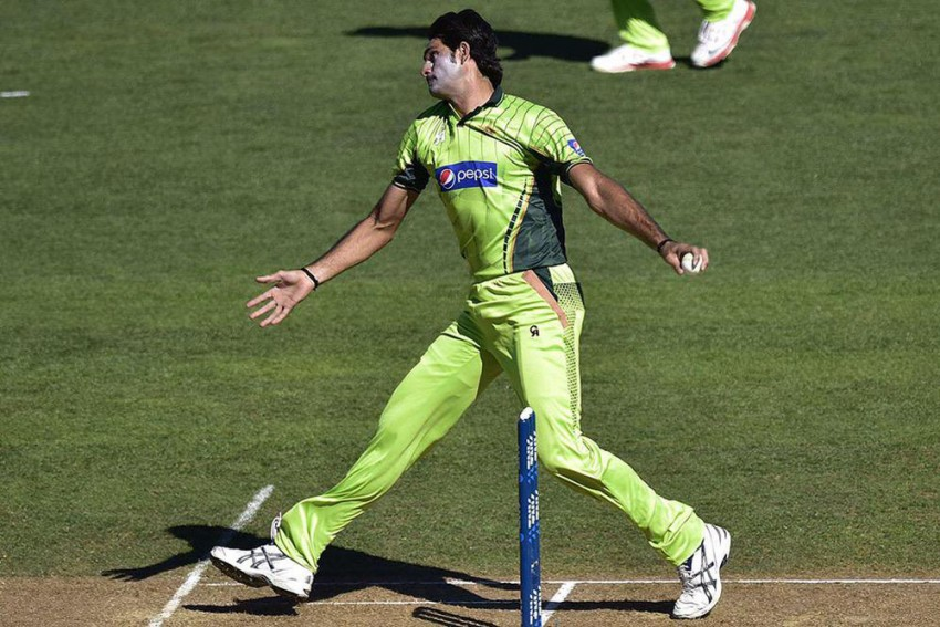 Another Indo-Pak Duel - Mohammad Irfan Claims He Ended Gautam Gambhir's Career