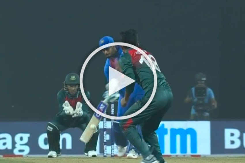 IND Vs BAN, 3rd T20I: Shreyas Iyer Stuns Afif Hossain With Three Successive Sixes As India Thrash Bangladesh - WATCH