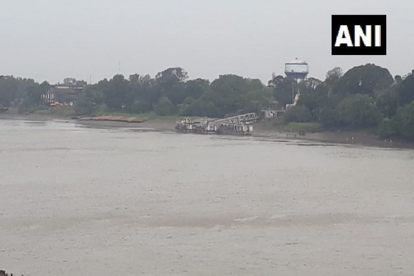 Cyclone 'Bulbul' Makes Landfall; PM Modi Assures CM Mamata Of All Possible Help