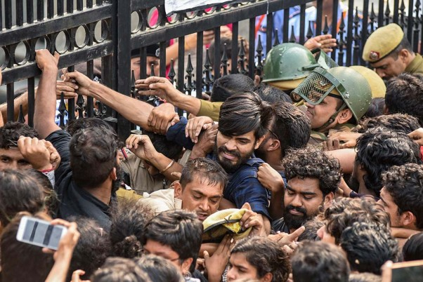 HRD Minister Stuck Inside Auditorium For Over 6 Hours As JNU Students Protest