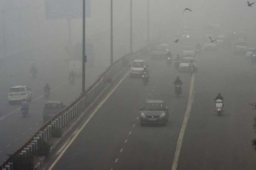 Delhi Wakes Up To Toxic Haze, Air Quality Drops To 'Severe' Level Again