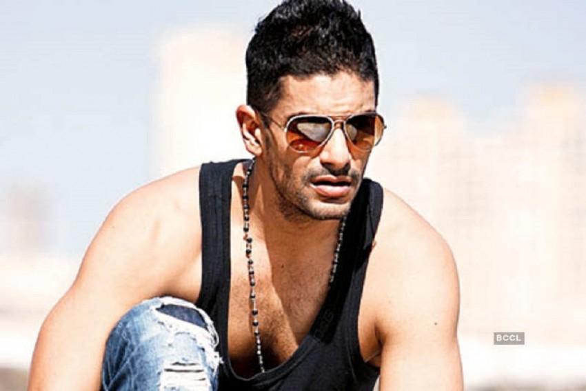Angad Bedi Flaunts His Chiseled Body As He Shoots For Janhvi Kapoor Starrer 'Kargil Girl'