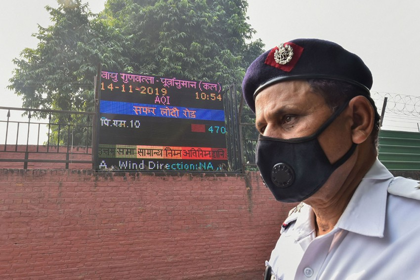 Delhi's Air Quality Nears 'Emergency' Zone Even As Odd-Even Resumes After 2 Days