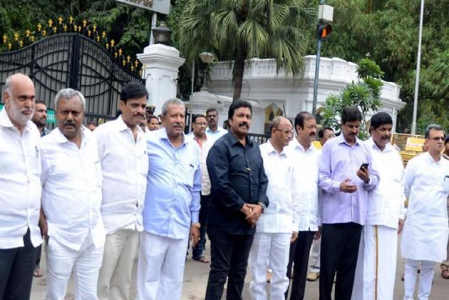 Karnataka: Disqualified Rebel MLAs Will Join BJP On Thursday