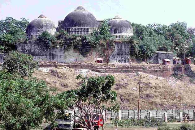 सुप्रीम कोर्ट ने बाबरी मस्जिद ढहाने के लिए हिंदुओं को...