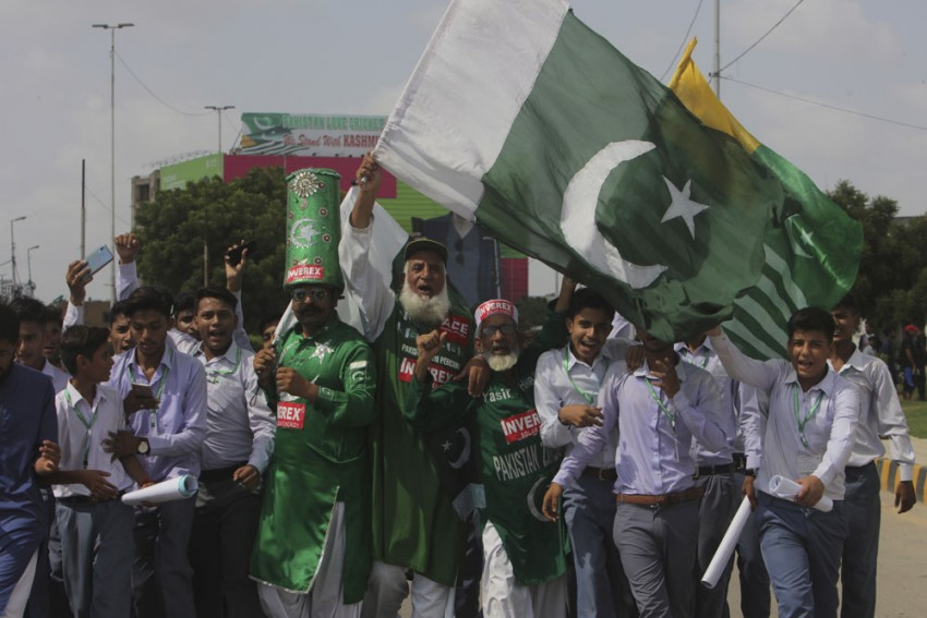 Test Cricket Returns To Pakistan After A Decade