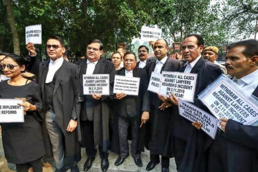 Delhi Lawyers Call Off Strike After 11-Day Protest Against Tis Hazari Clash