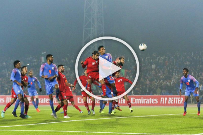 'Shortest Man On The Field Stood Tall' Seiminlen Doungel Scores For India In 2022 FIFA World Cup Qualifier Vs Afghanistan – WATCH