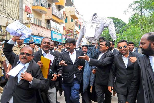 Tis Hazari Violence: Lawyers' Strike Enters 11th Day, Protest Outside Parliament On Nov 20