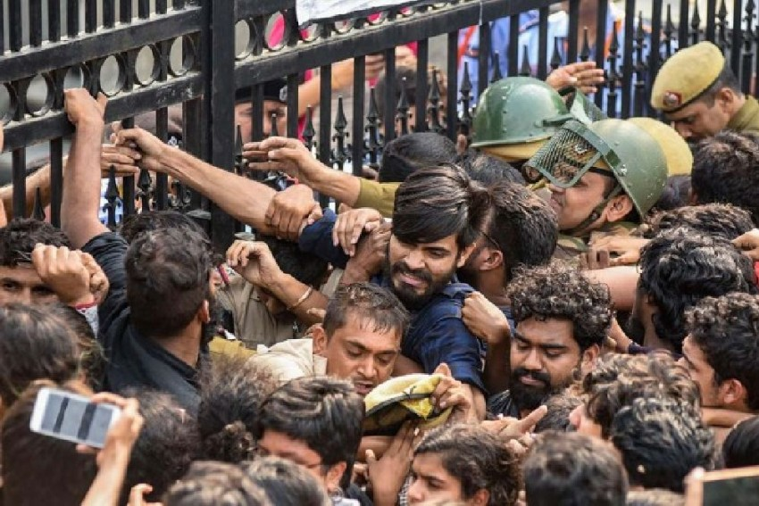 FIR Over 'Vandalism Of Public Property' In JNU After Students Protest Over Fee Hike