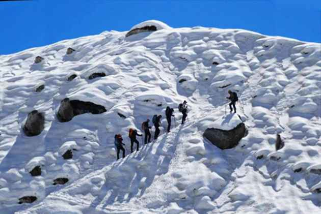 Four Soldiers, 2 Porters Dead After Avalanche Hits Army Positions In Siachen