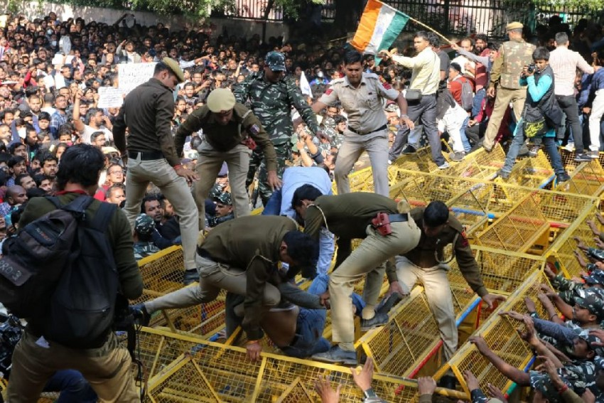 JNU Protest: Around 100 Students Detained, Some Injured In Police Lathicharge