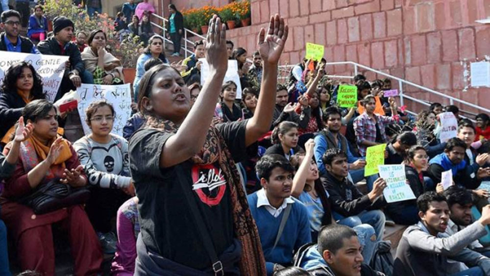 Scuffle Breaks Out Between JNU Students And Media, Press Conference Called Off