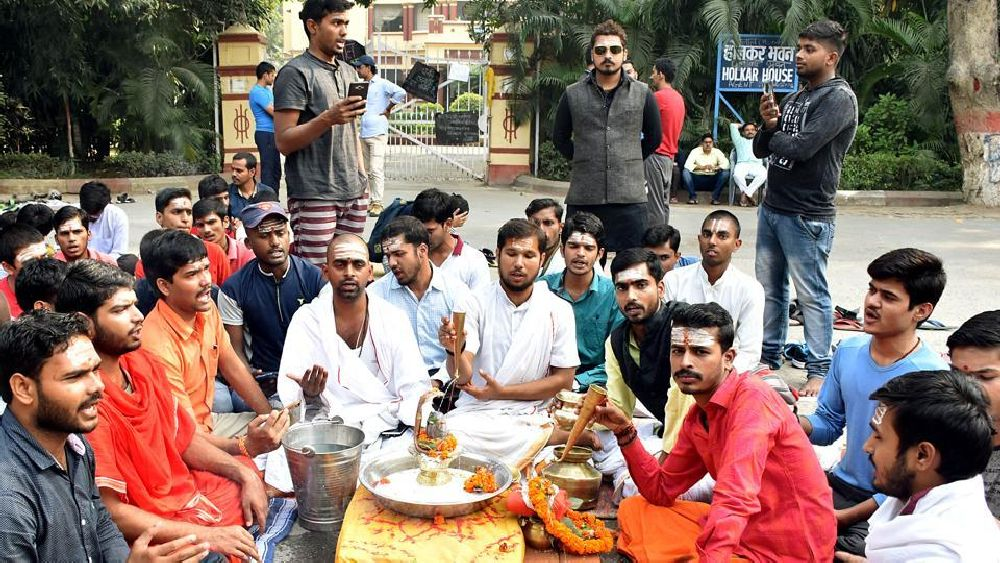 Protests Continue Over Muslim Professor's Appointment In BHU Sanskrit Department