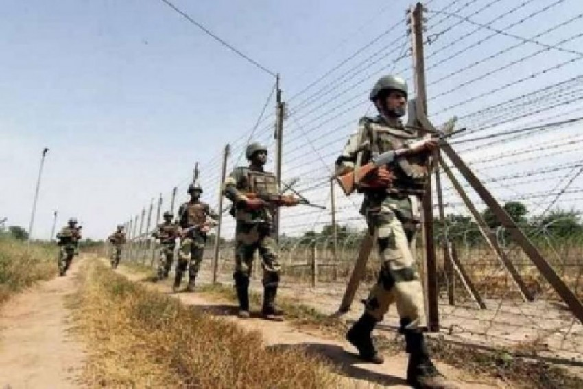 Pakistan Violates Ceasefire, Shells Forward Posts Along LoC In J&K's Poonch
