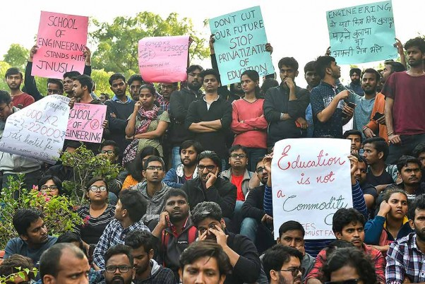 ABVP Protests JNU Fee Hike, Demands Scrapping Of HRD Ministry Panel