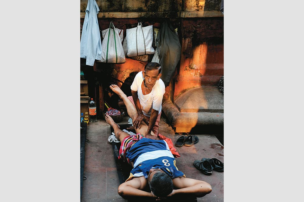 24 Hours In Life Of Ishwar Bari: A Gentle River Breeze, Mustard Oil and Some Old-Styled Body Massage
