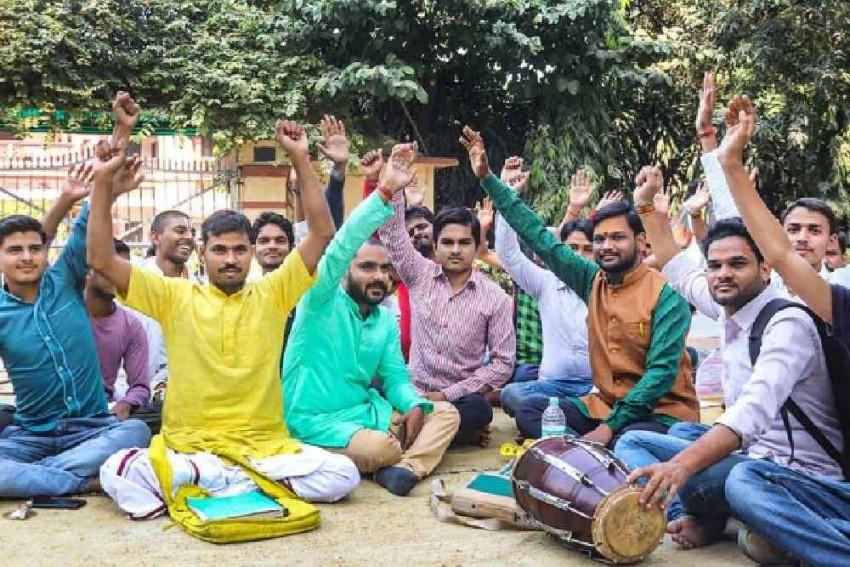 BHU Students Start Counter-Protest In Support Of Muslim Sanskrit Professor