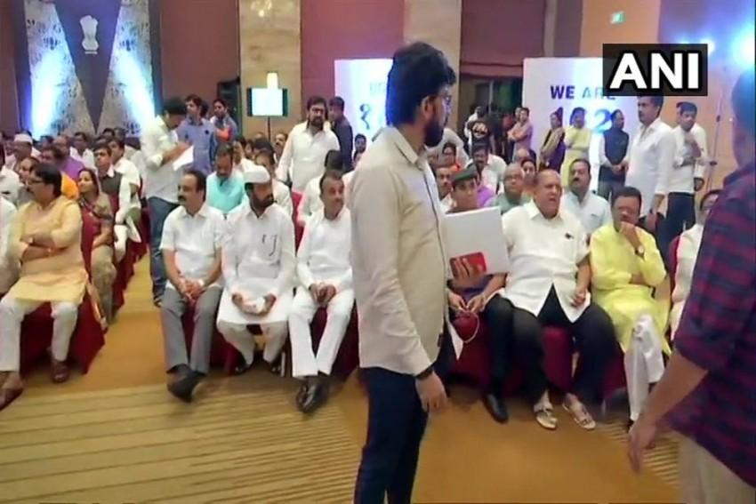 Maharashtra Live Updates: MLAs Take Oath Of Allegiance To NCP-Cong-Sena Coalition
