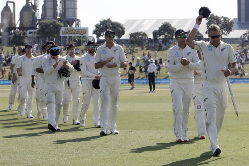 New Zealand Cruise Past England In First Test