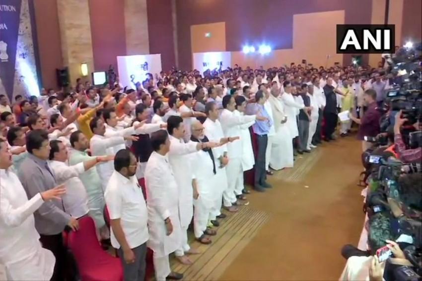'I Swear That I Won't Get Lured...': Maharashtra MLAs Pledge Loyalty To NCP-Congress-Shiv Sena Coalition
